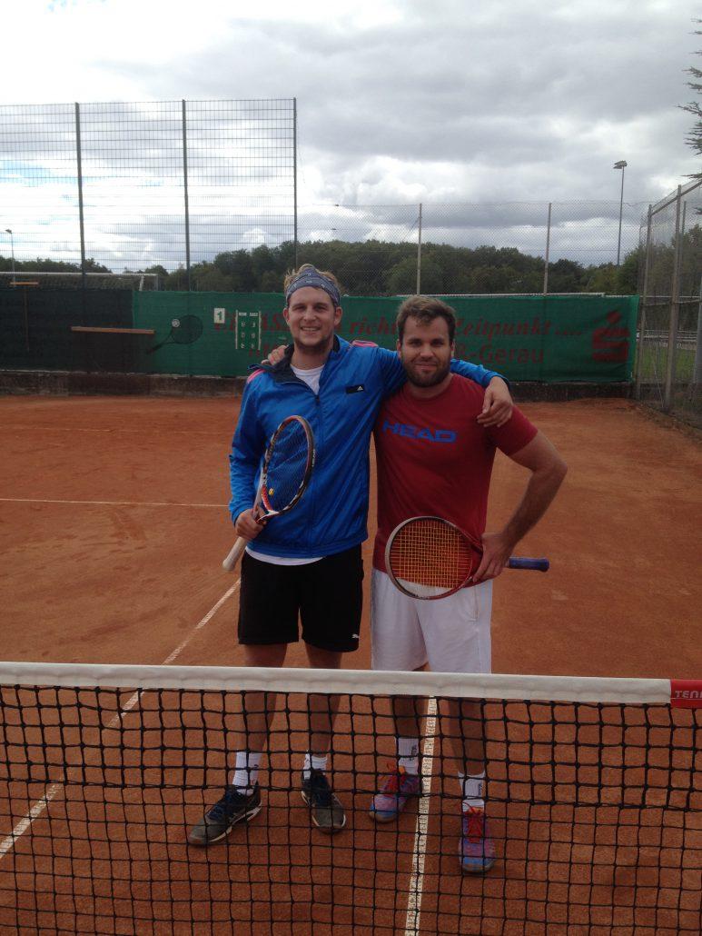 Philipp Klaus (Tennis Westerbach Eschborn - rechts) gewann gegen Julien Kunz (TK Raunheim) mit 6:2, 3:6, 10:6 im Finale der Herren.
